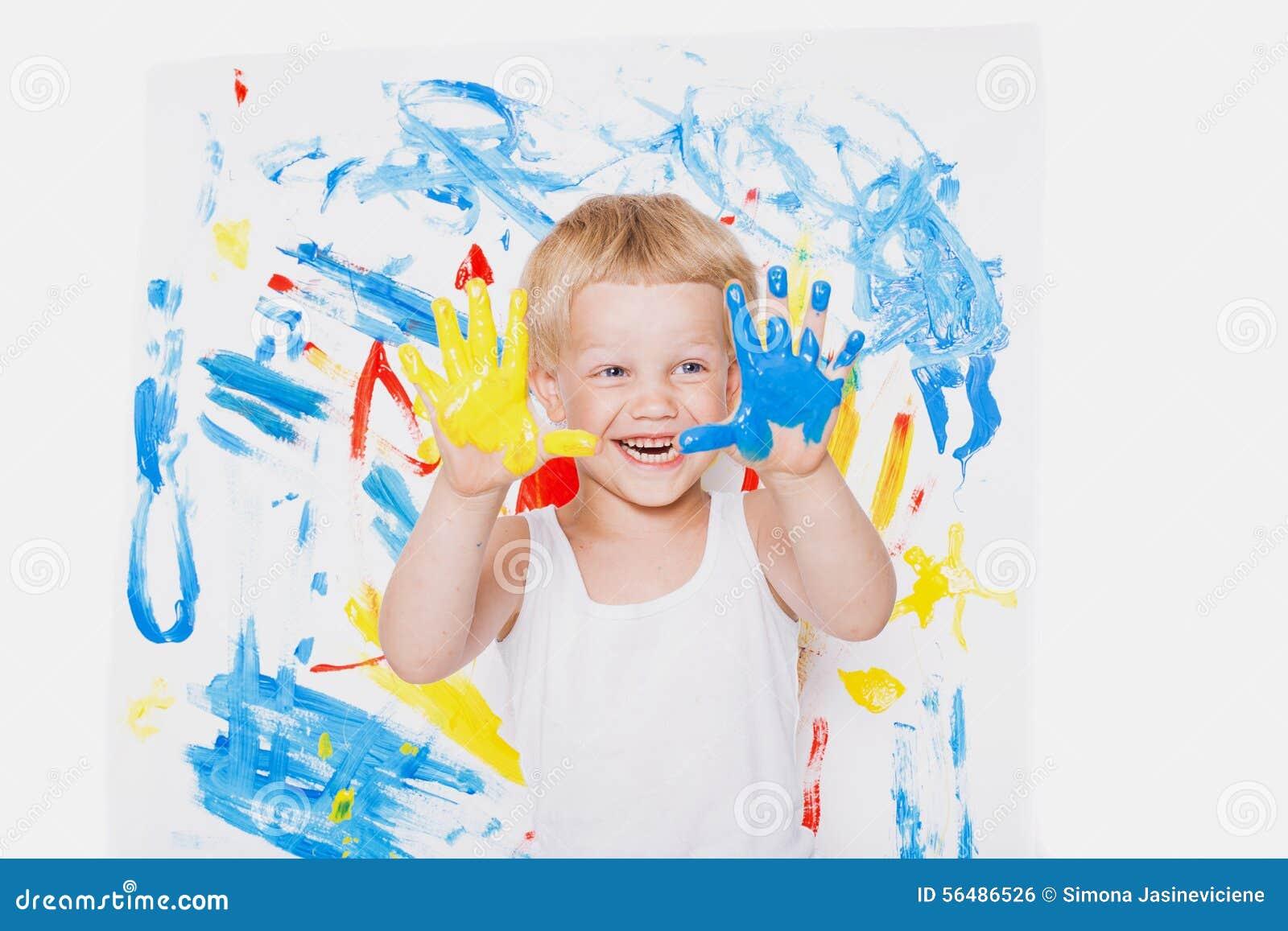 Portrait de peintre malpropre d enfant école précours Éducation créativité