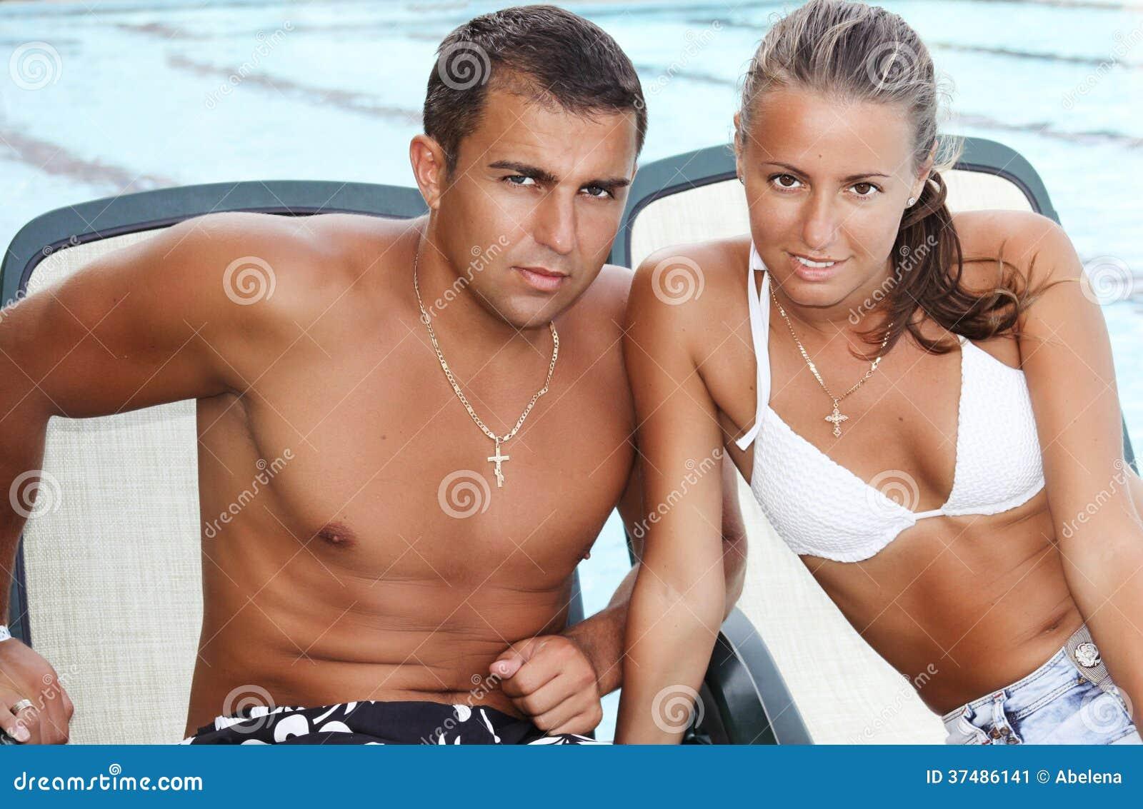 Portrait de plan rapproché de beaux couples heureux