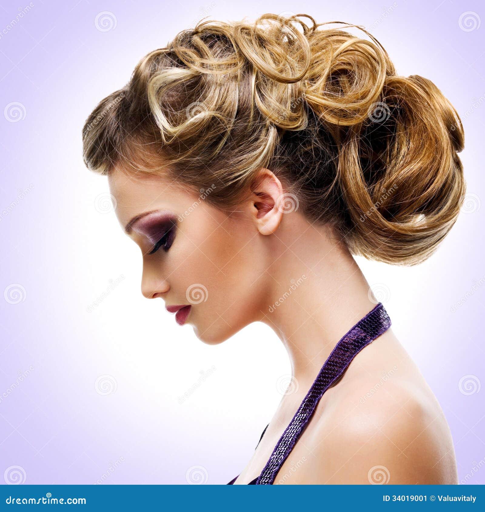 Portrait De Profil De Femme Avec La Coiffure De Mode Image stock ...