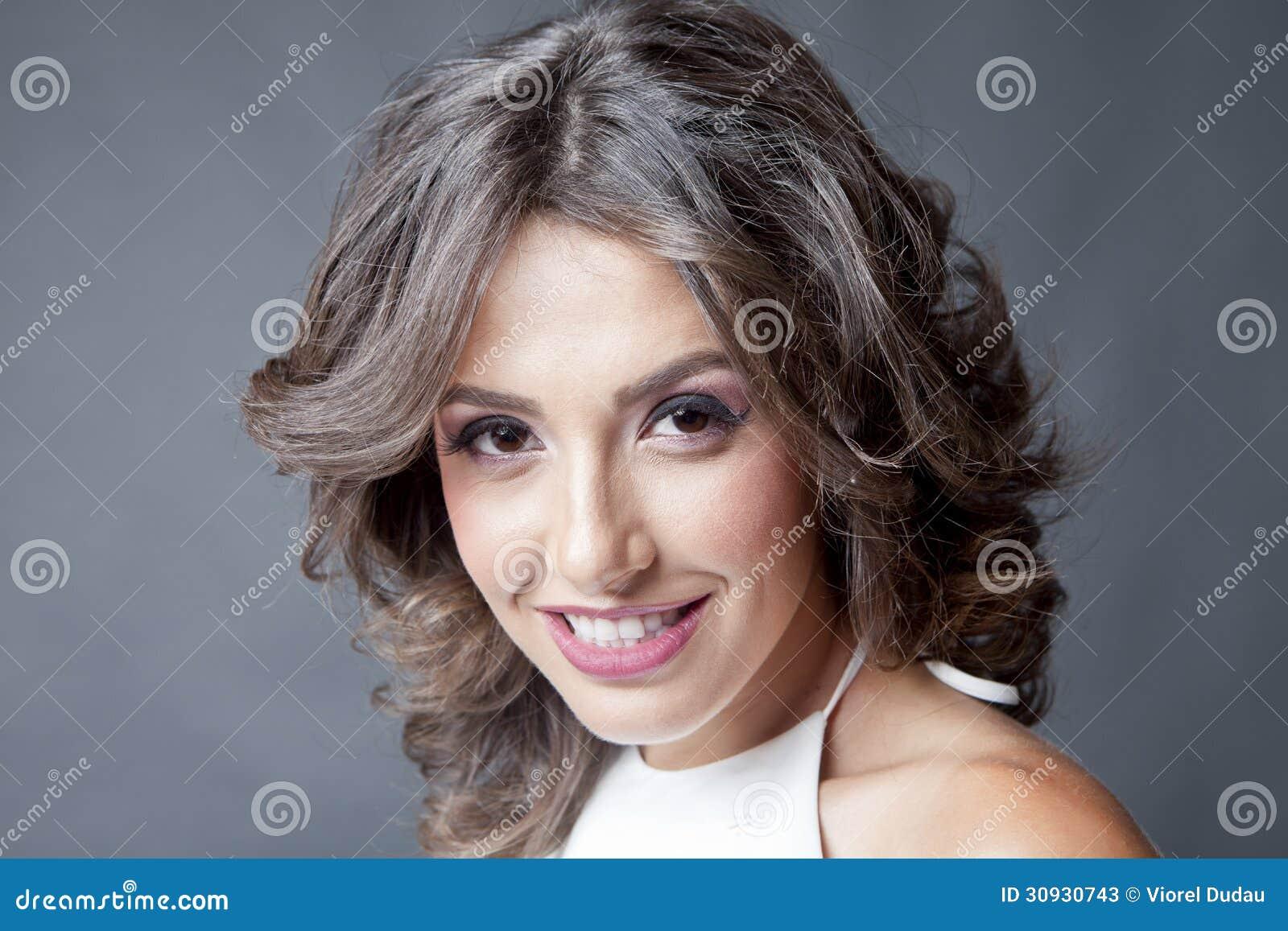 Portrait de sourire de femme