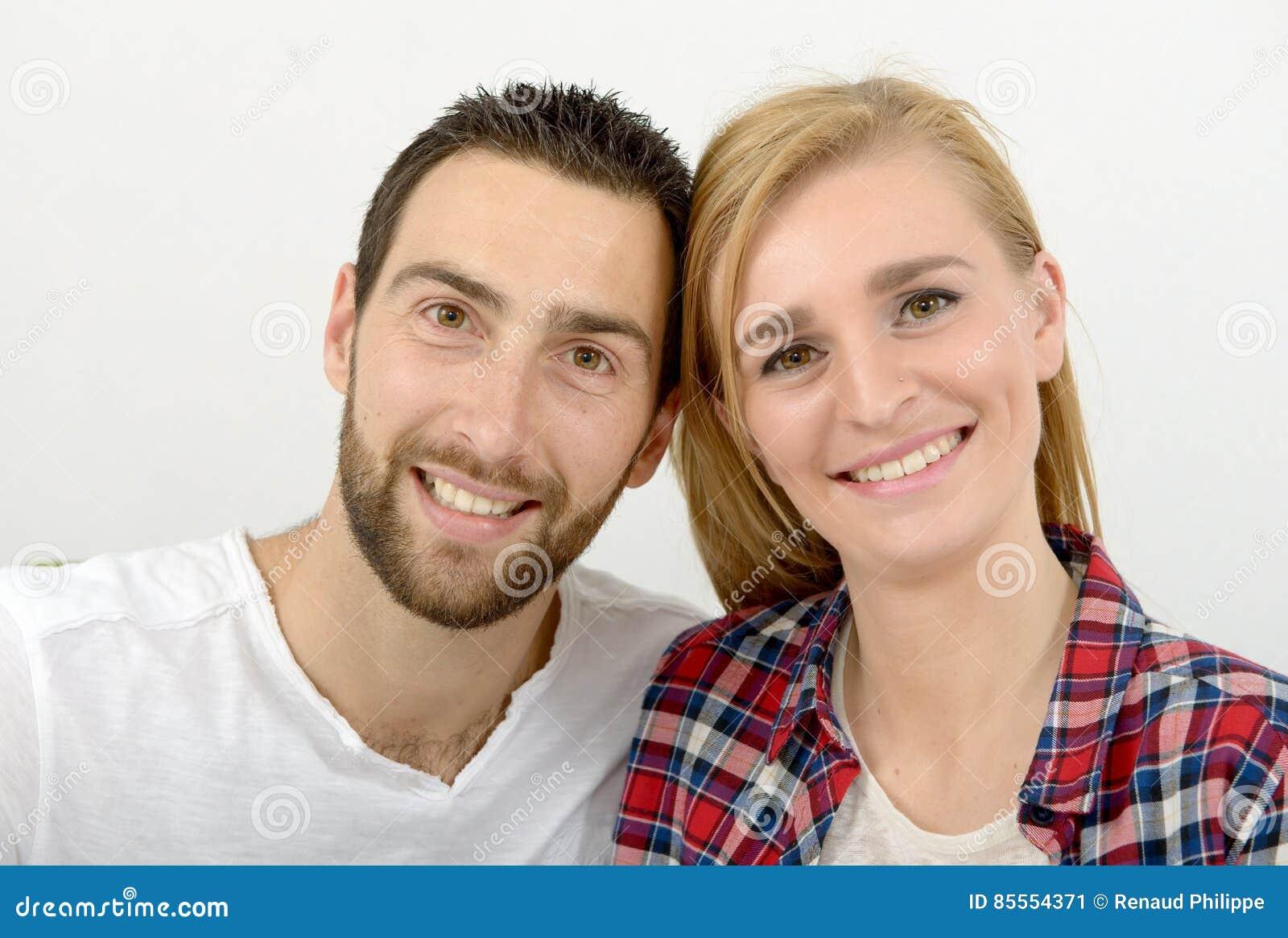 Portrait der glücklichen jungen Paare