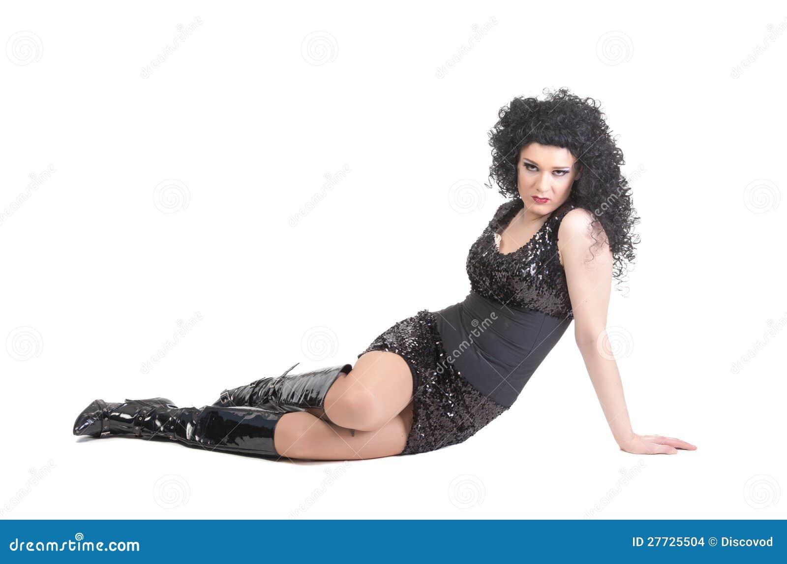 Portrait der Luftwiderstandkönigin liegend auf Fußboden
