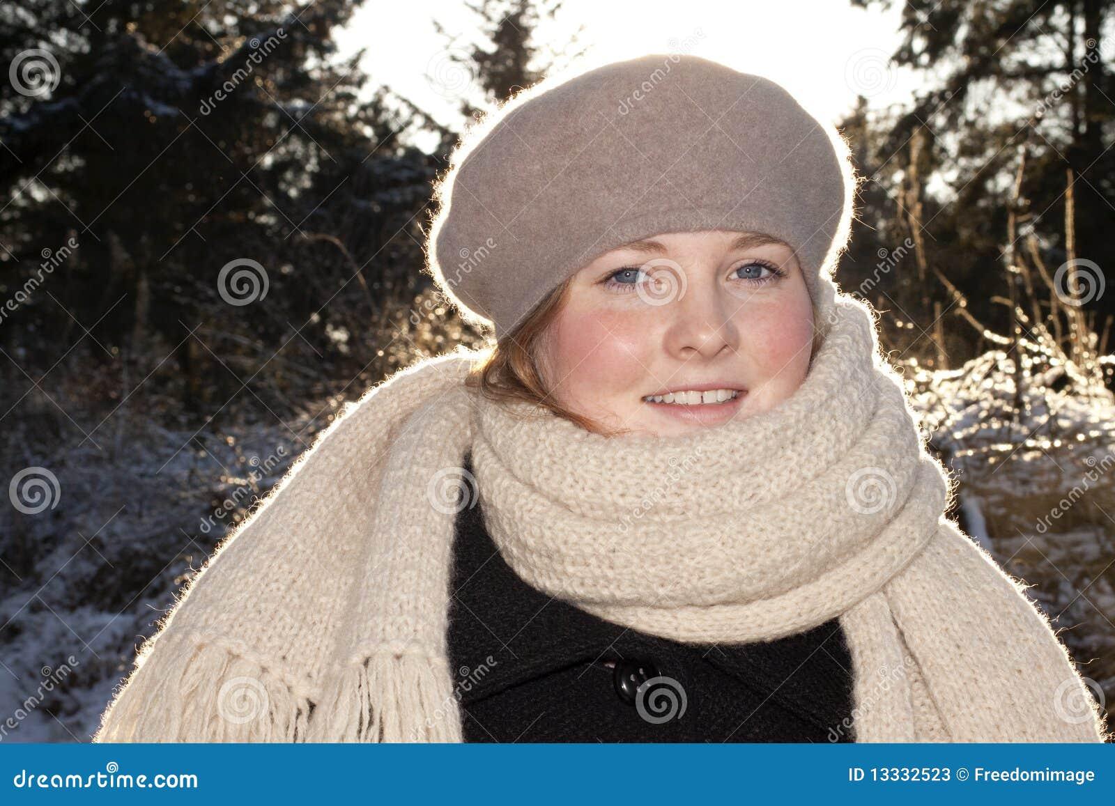Portrait der schönen jungen Frau