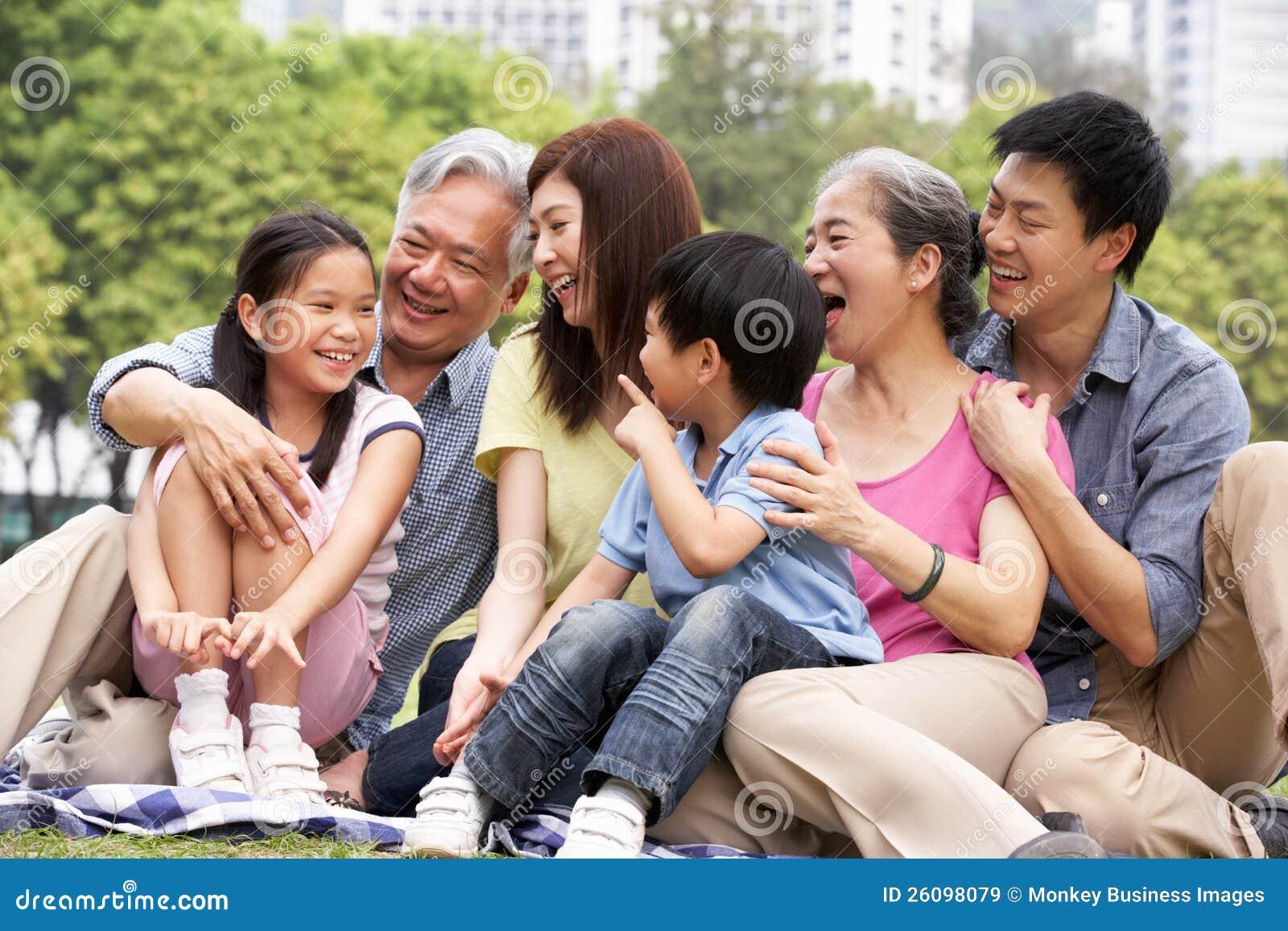 Portrait der von mehreren Generationen chinesischen Familie