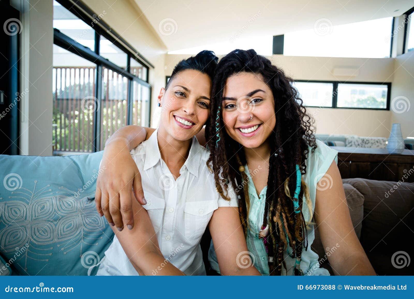 Portrait de couple gay heureux