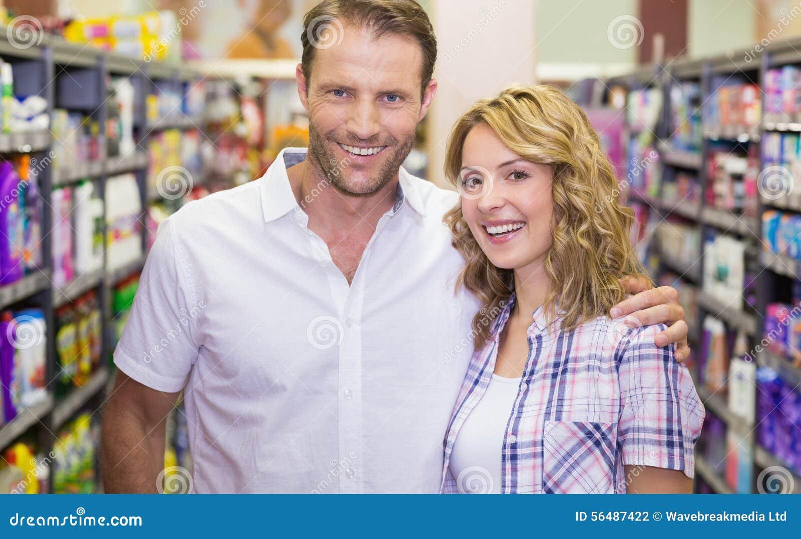 Portrait des couples occasionnels de sourire