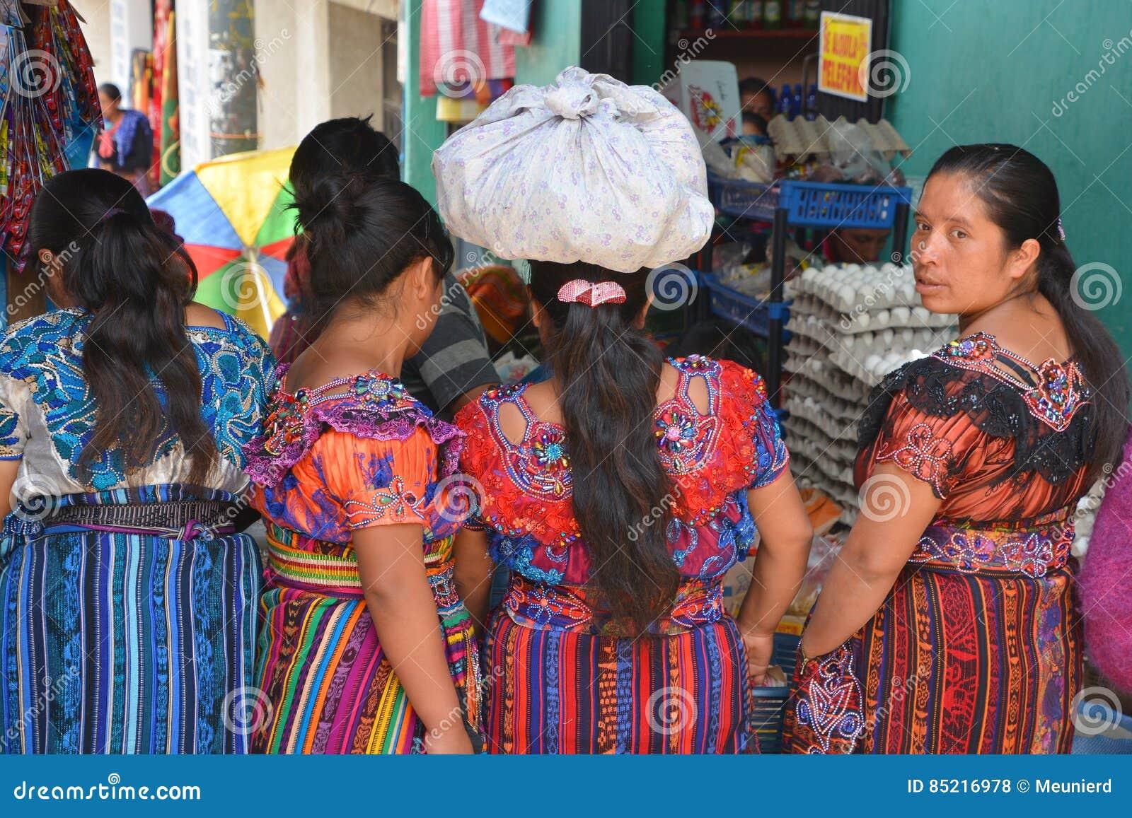 Colorées Portrait Robe Maya Photo Des Femmes Éditorial D'une Stock CxrWBode
