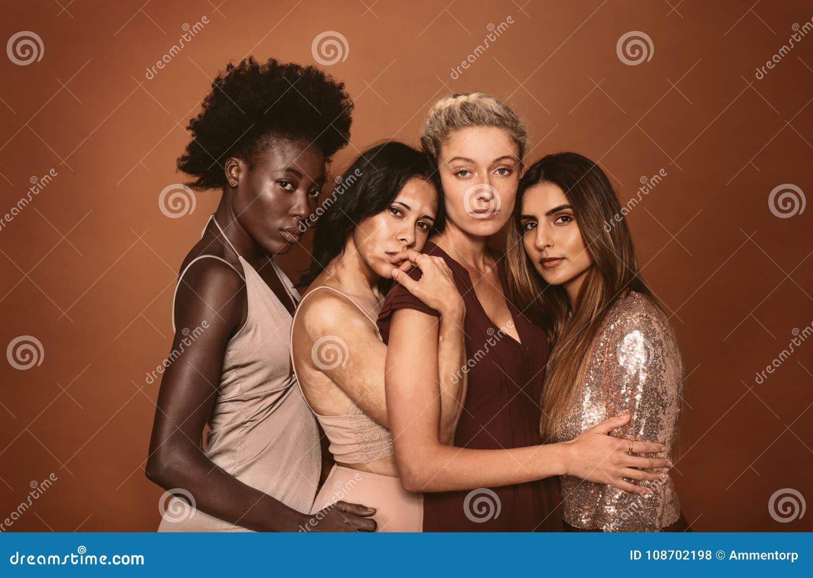 Portrait des jeunes femmes élégantes