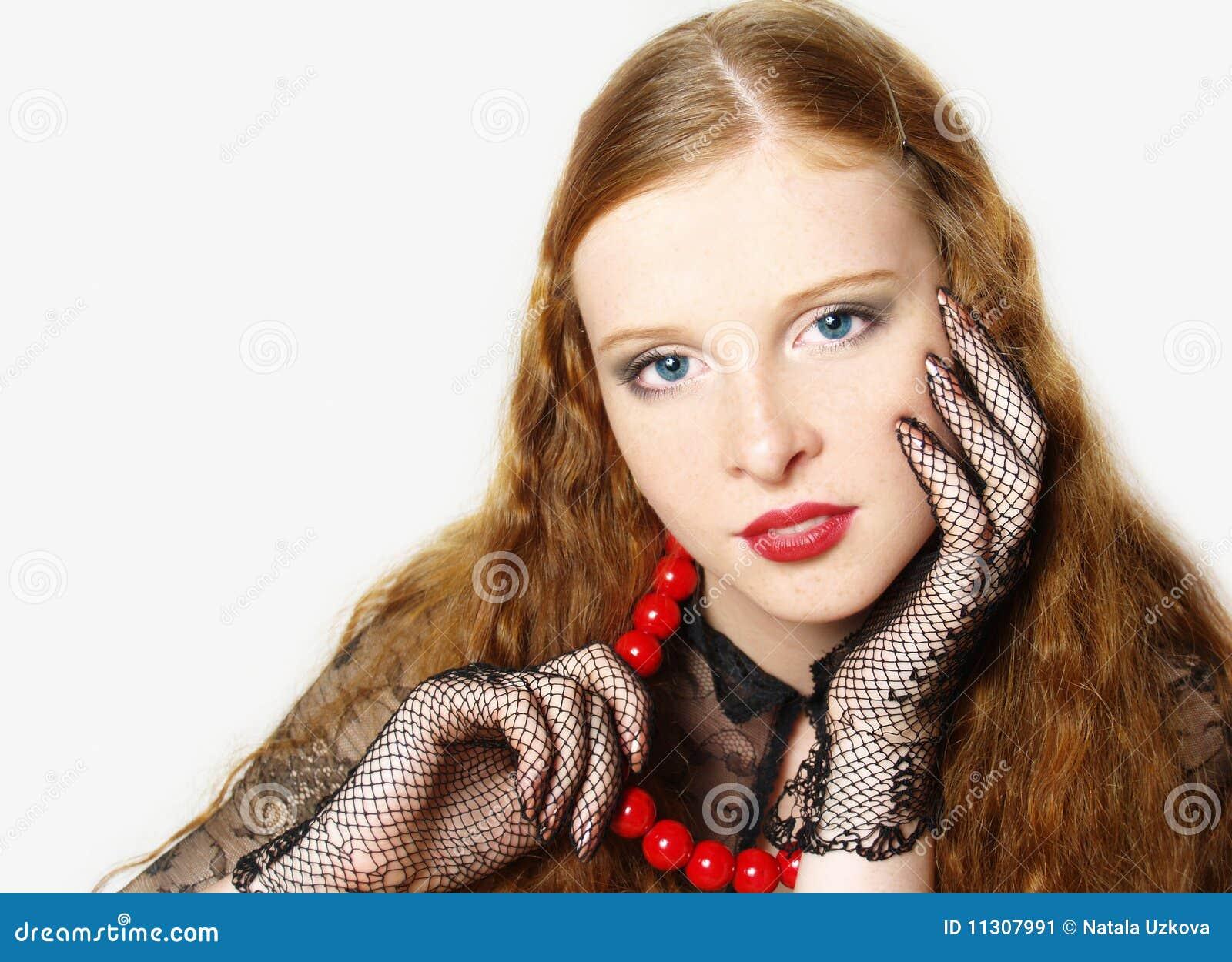 Portrait des Mädchens mit dem roten langen Haar