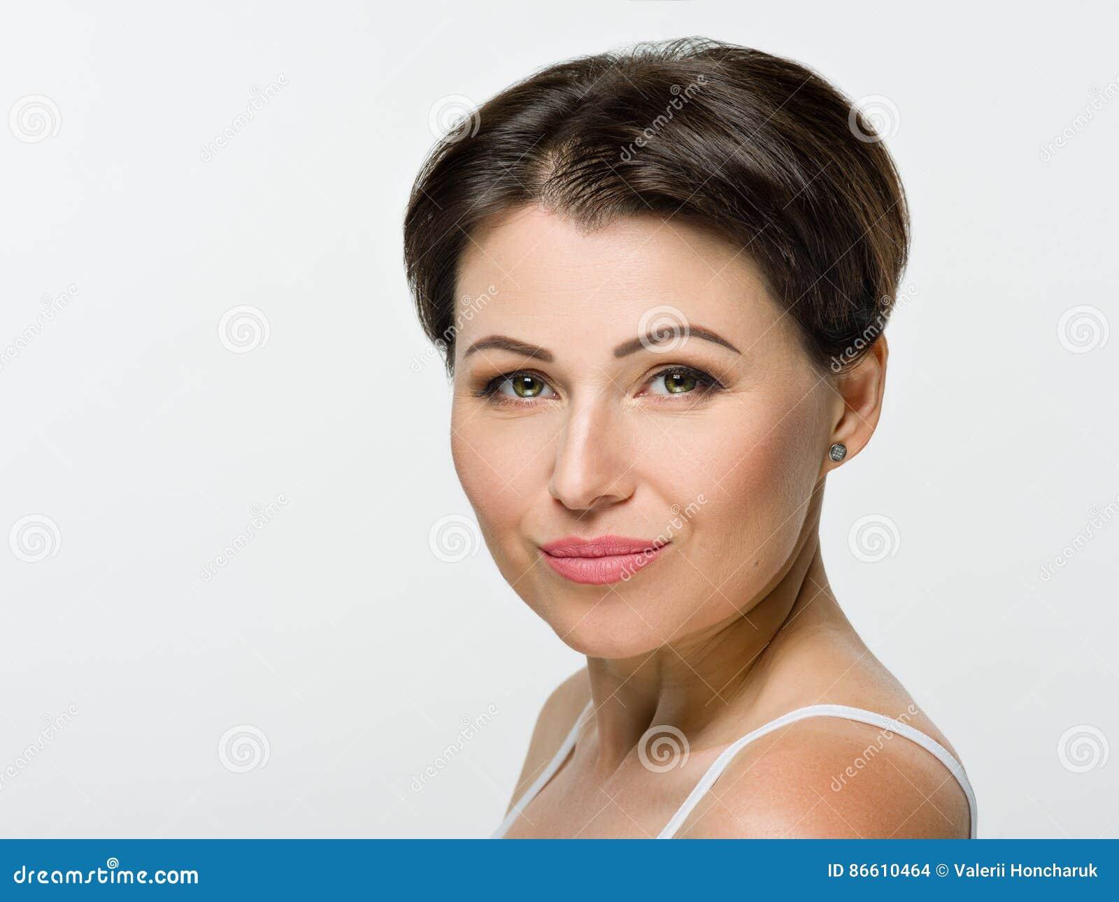 Braune haare grüne augen