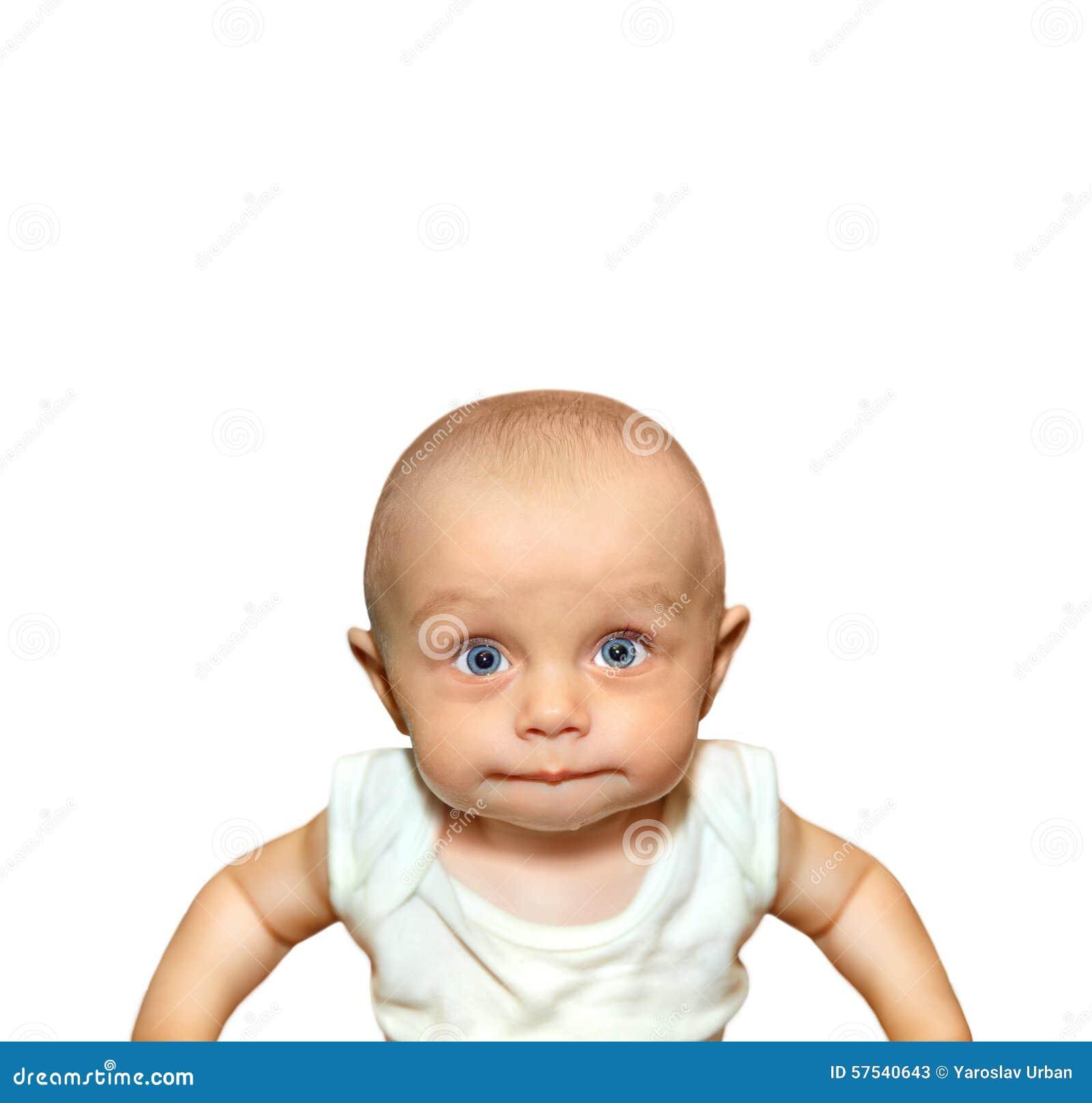 Portrait drôle d une succion adorable de bébé garçon
