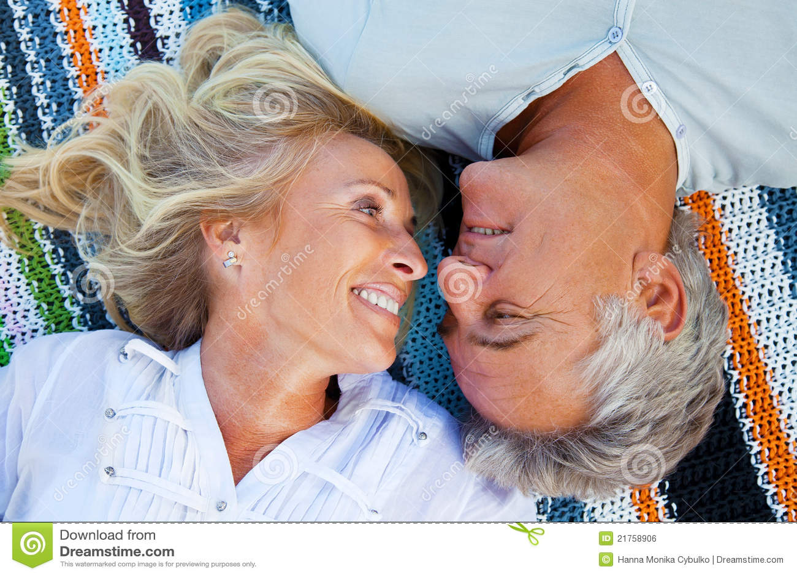 Portrait eines glücklichen romantischen Paares