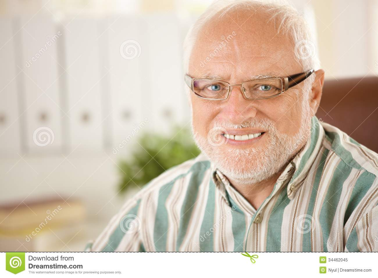 Stockphoto Portrait of elderly man