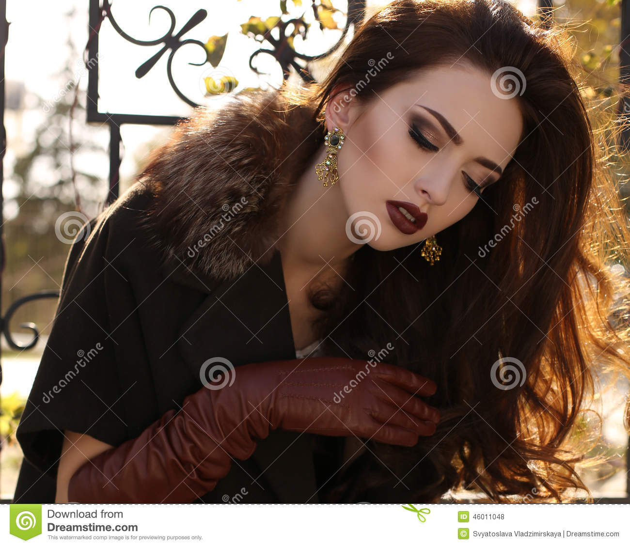 Ladies leather gloves xs - Portrait Of Elegant Lady Wearing Coat And Leather Gloves Royalty Free Stock Photos