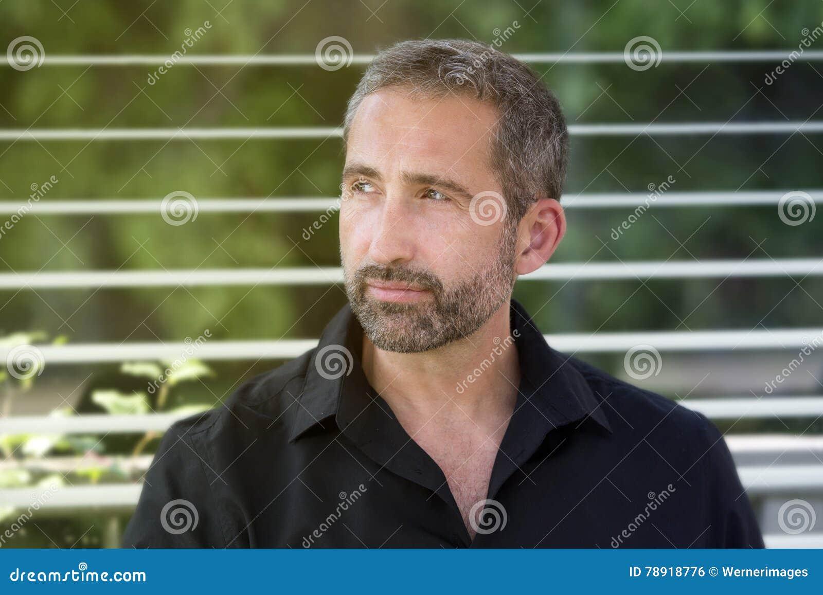 portrait handsome man his s wearing black shirt 78918776 Rincones en Puebla Con El Fin De la primera cita inolvidable