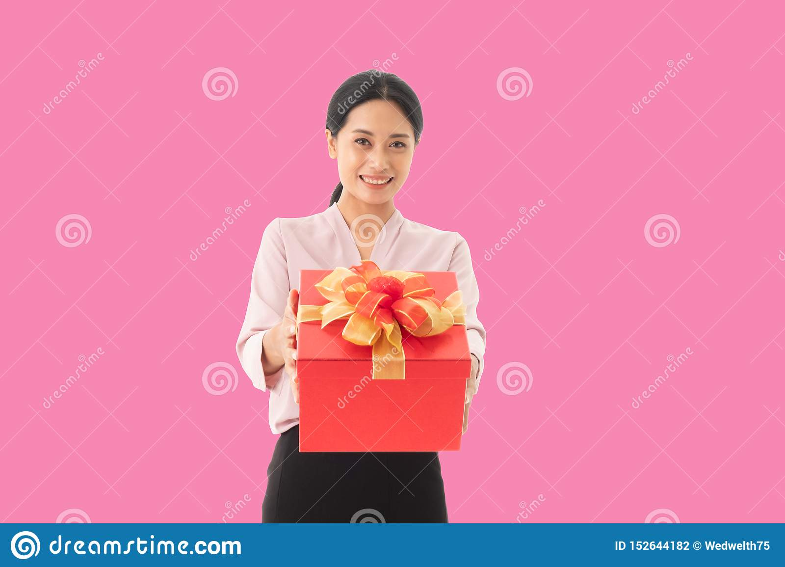 Portrait of a happy smiling girl holding gift box