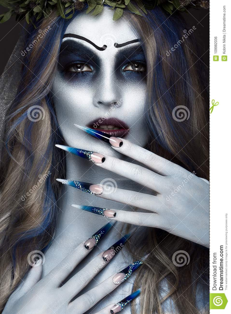Halloween Makeup Scary.Portrait Of A Horrible Scary Corpse Bride In Wreath With