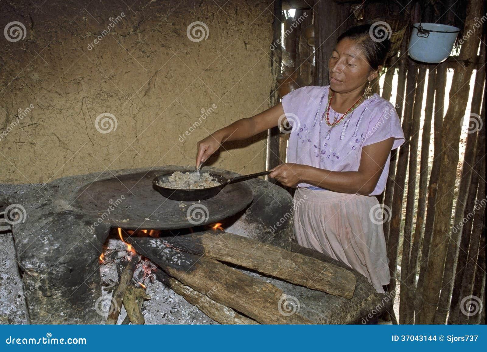 Portrait of indoor cooking guatemalan woman editorial for Cocinar para 5 personas