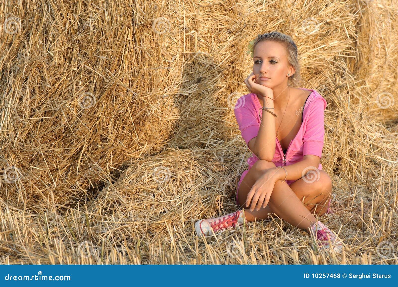 Фото русских девушек на сене