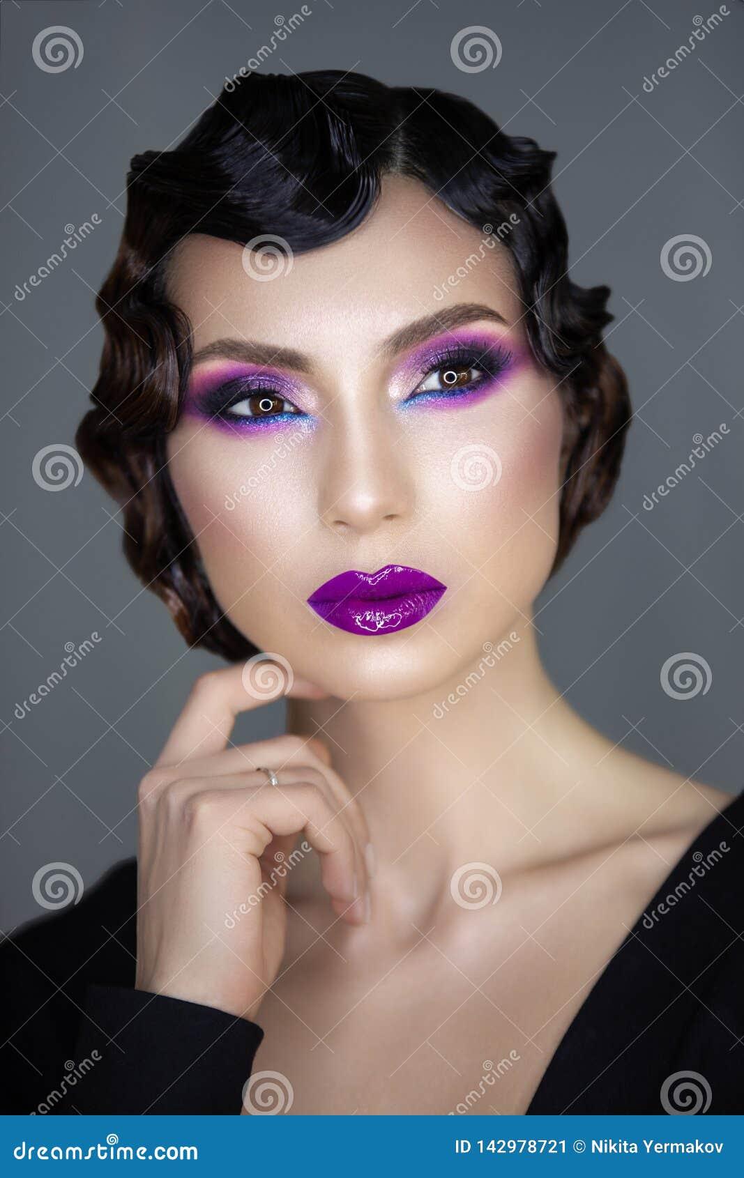 Portrait moderne de beauté d une fille 30 x