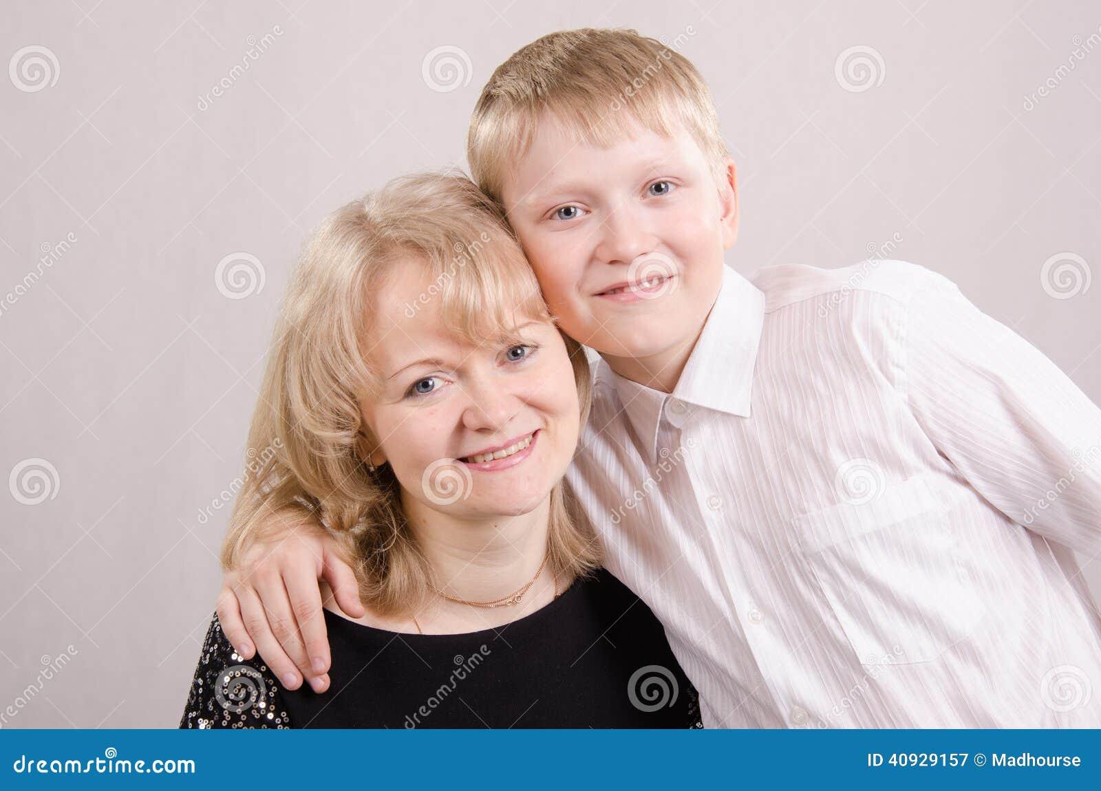 Толстая мама с сыном трахаются онлайн, Сын трахнул толстую мать -видео. Смотреть сын 27 фотография