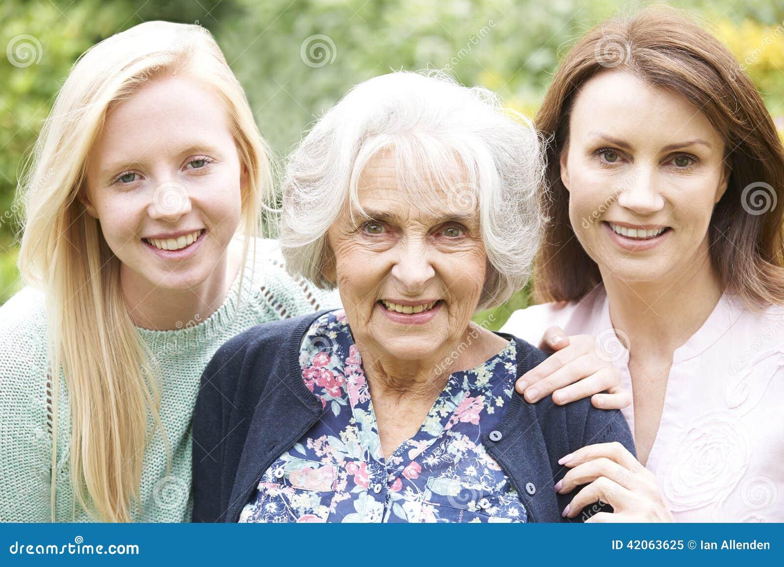 Portrait multi femelle de génération dans le jardin