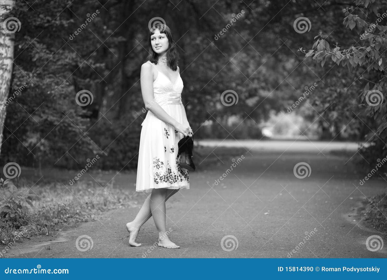 Русские босые девушки 15 фотография