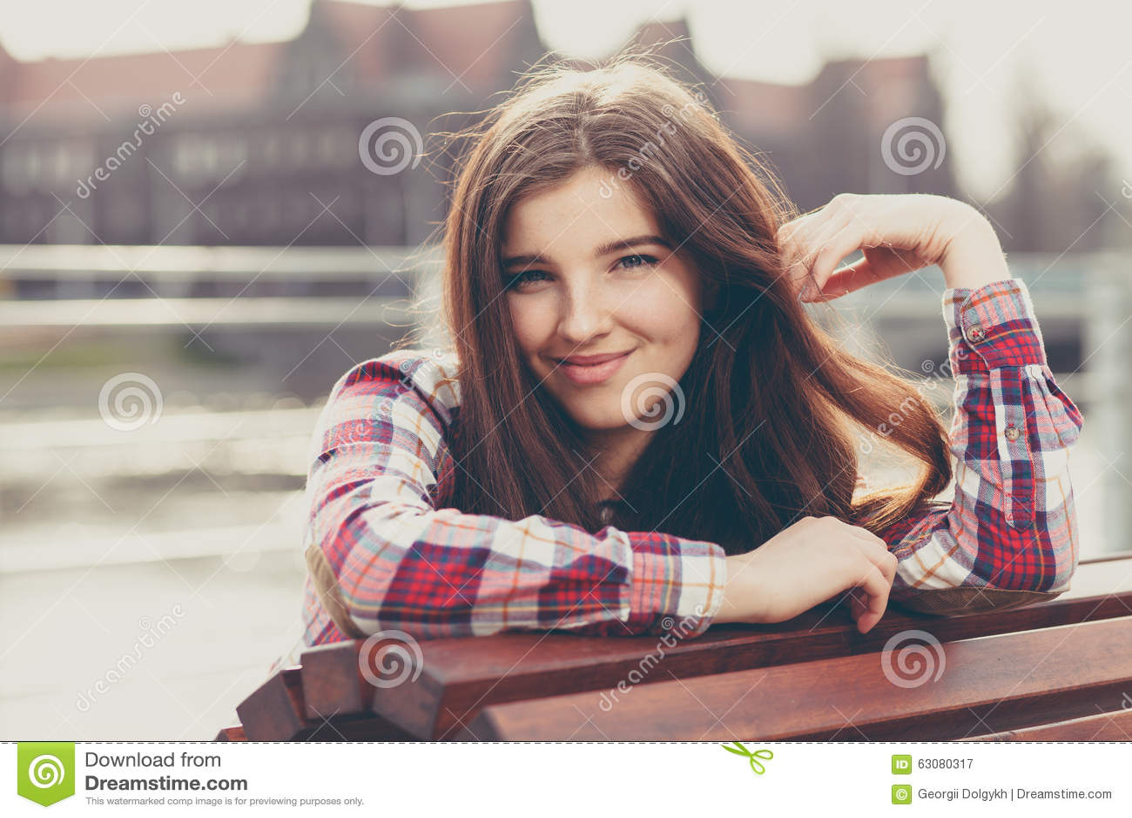 Download Portrait Naturel De Visage D'une Belle Jeune Femme Image stock - Image du adulte, verticale: 63080317