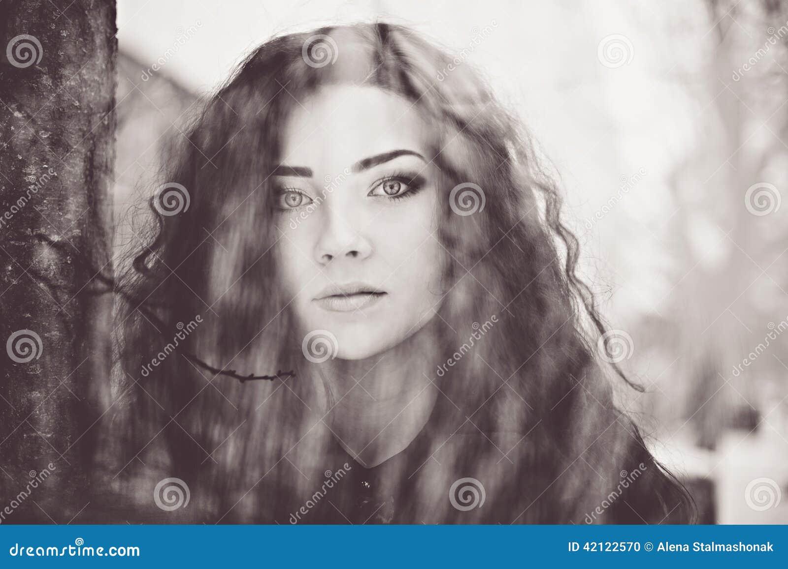 Portrait noir et blanc d 39 art de femme photo stock image - Encadrement portrait noir et blanc ...