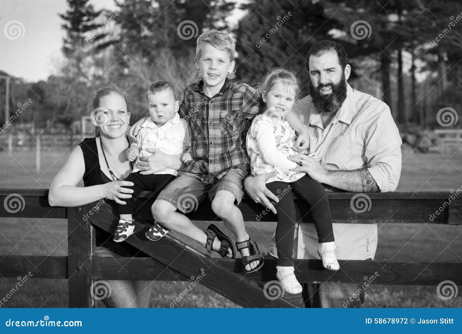 Portrait noir et blanc de famille photo stock image - Familias en blanco y negro ...