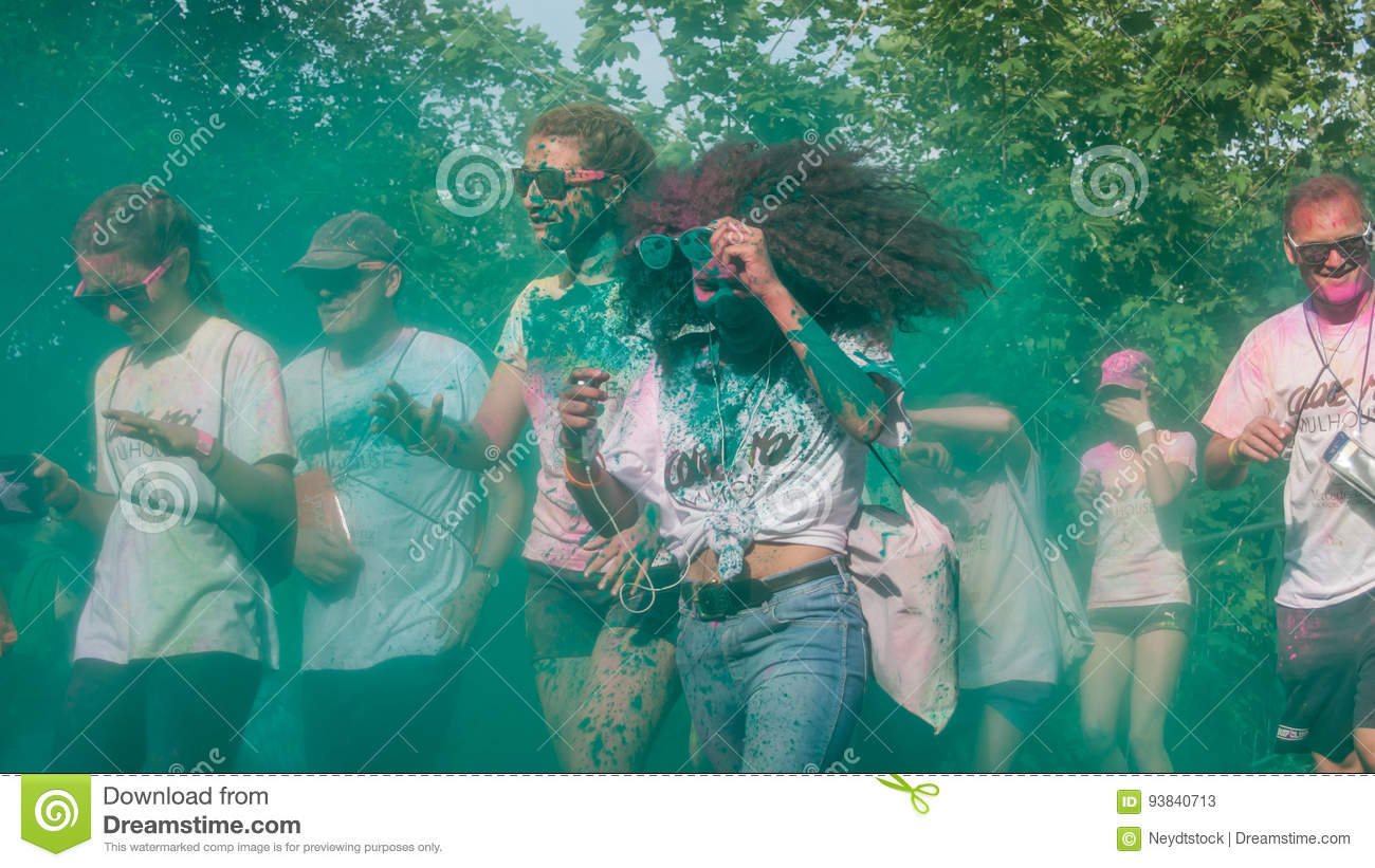 Portrait of people running at Colore Mulhouse 2017