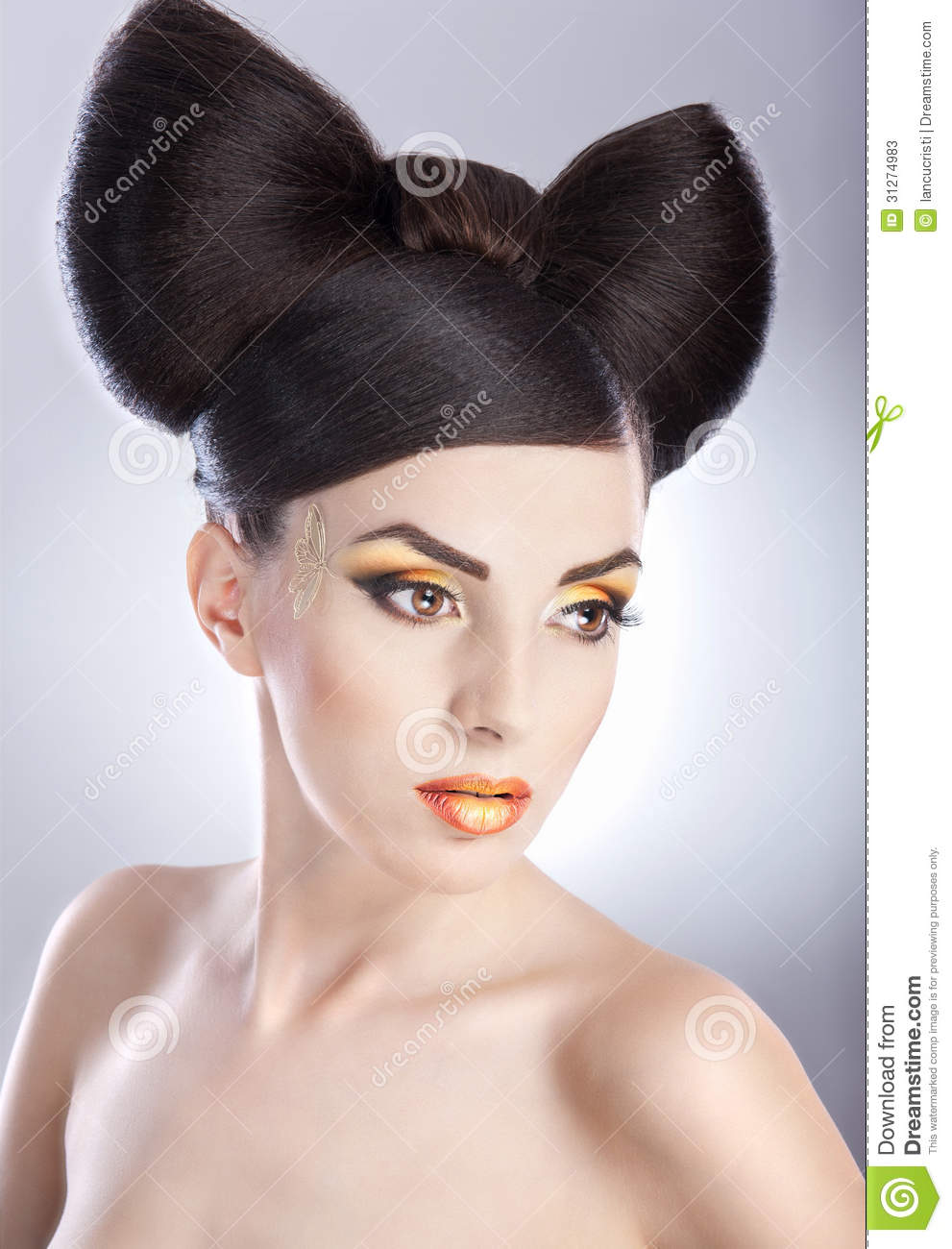 make hair style portrait of model with luxury makeup and 6500