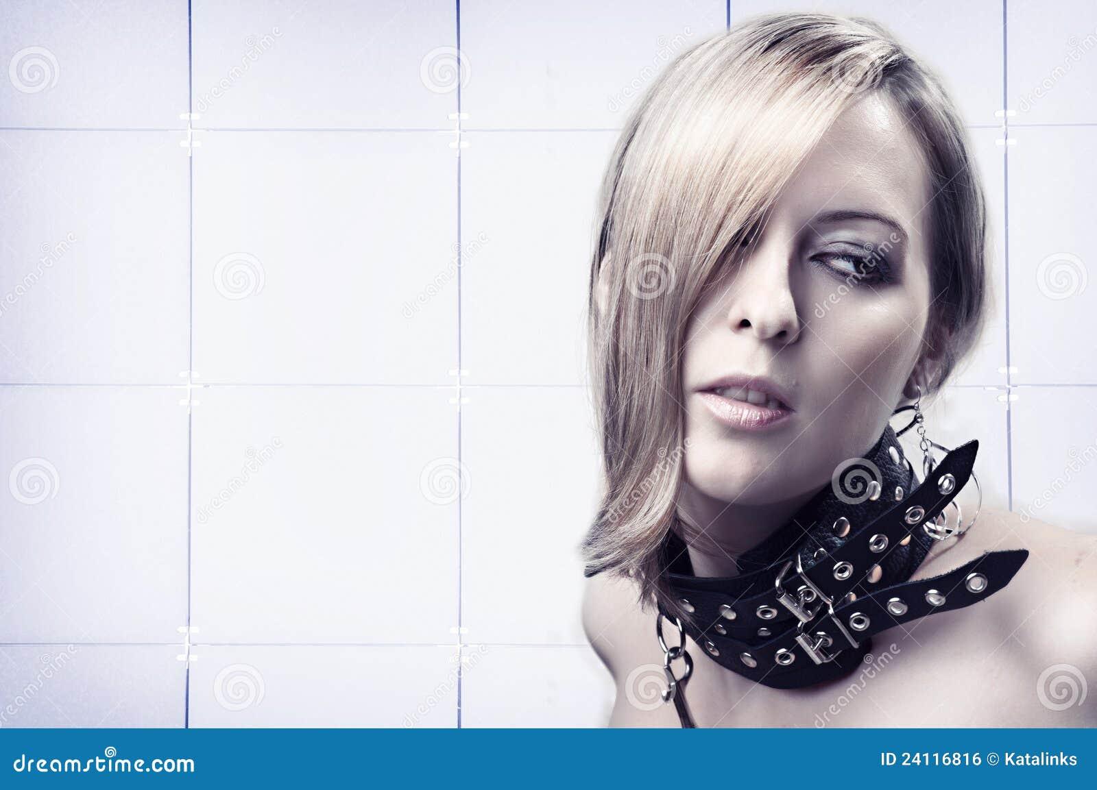 blondinka-na-osheynike