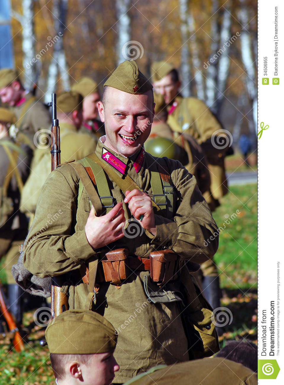 O To Ww Bing Comsquare Root 123: Portrait Of A Smiling Reenactor Editorial Image
