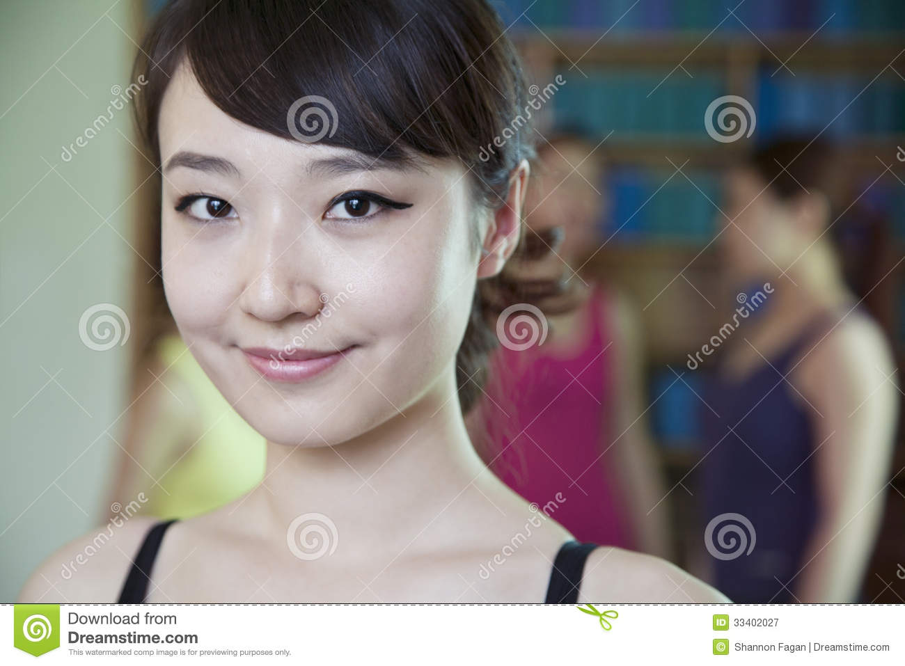 Portrait of smiling young woman in a yoga studio - portrait-smiling-young-woman-yoga-studio-women-33402027