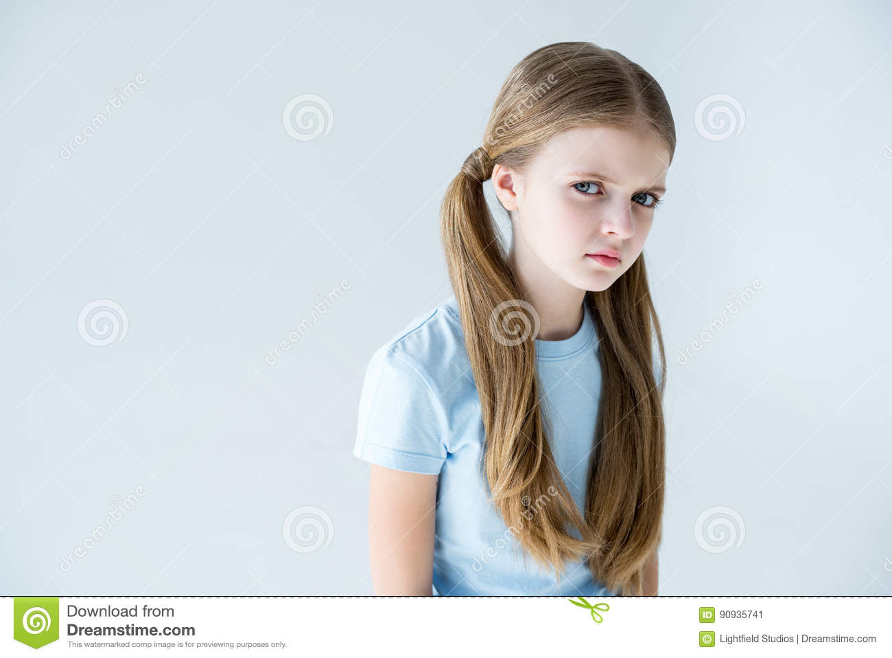 Photo Portrait Of Blonde Preteen Girl Smiling Keeping