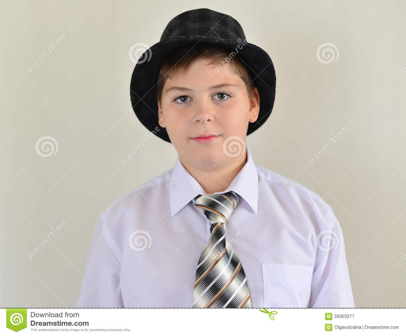 How to tie a hat to a boy