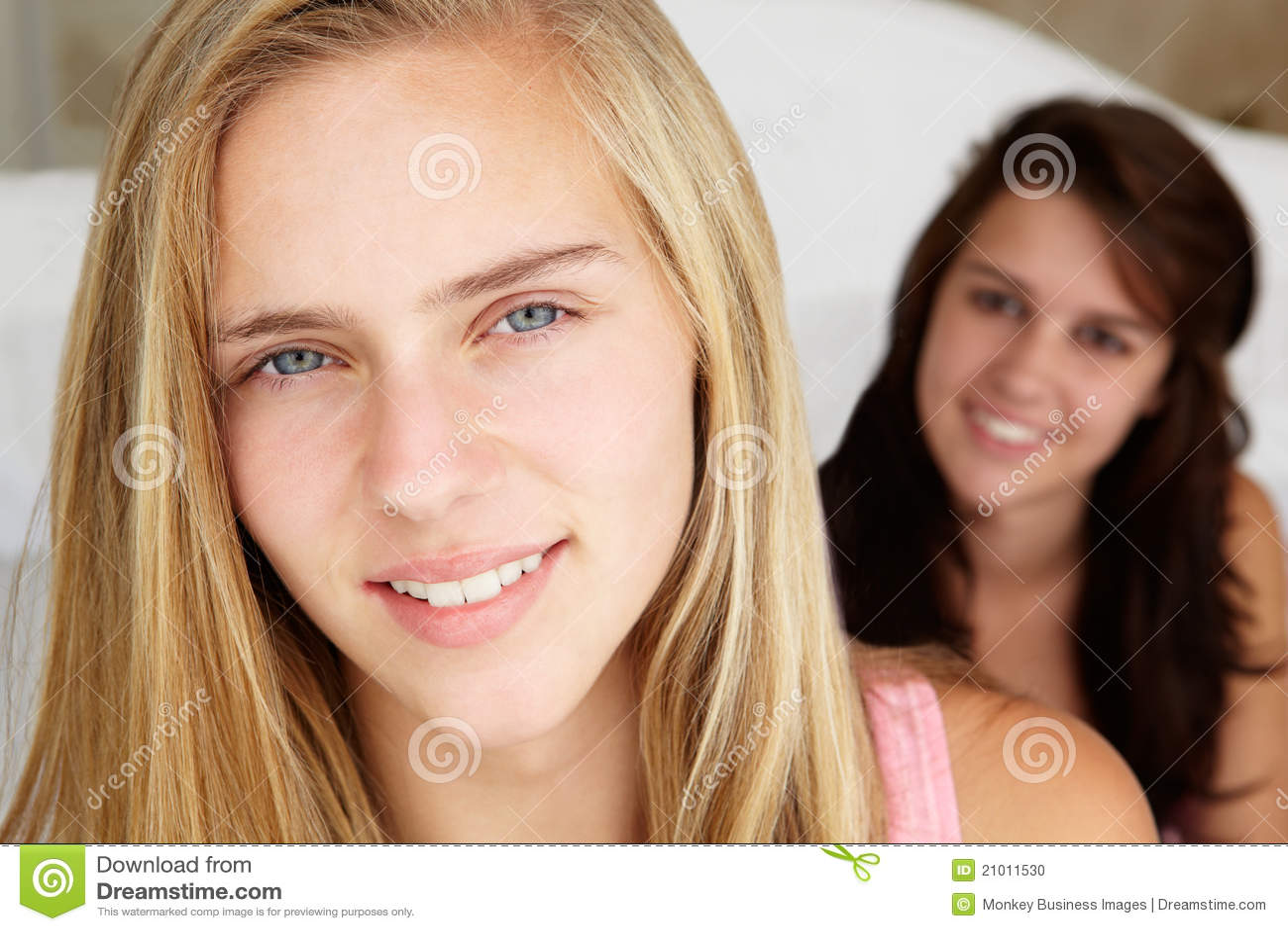 Фото две подружки в сперме, Фото сочных дырок подруги в сперме - Частные фото 22 фотография
