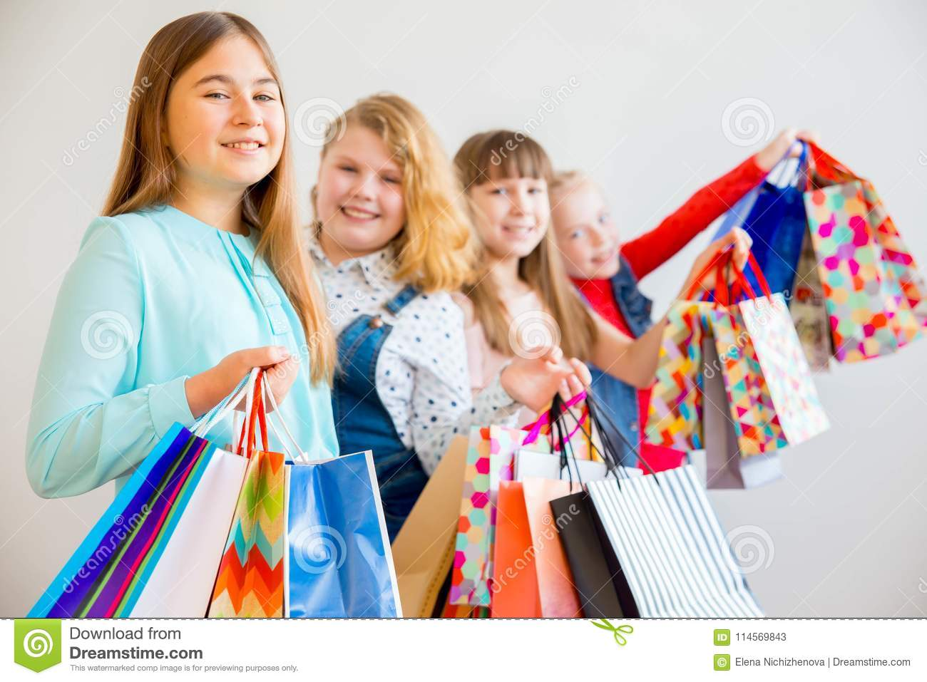 Pictures of teens shopping