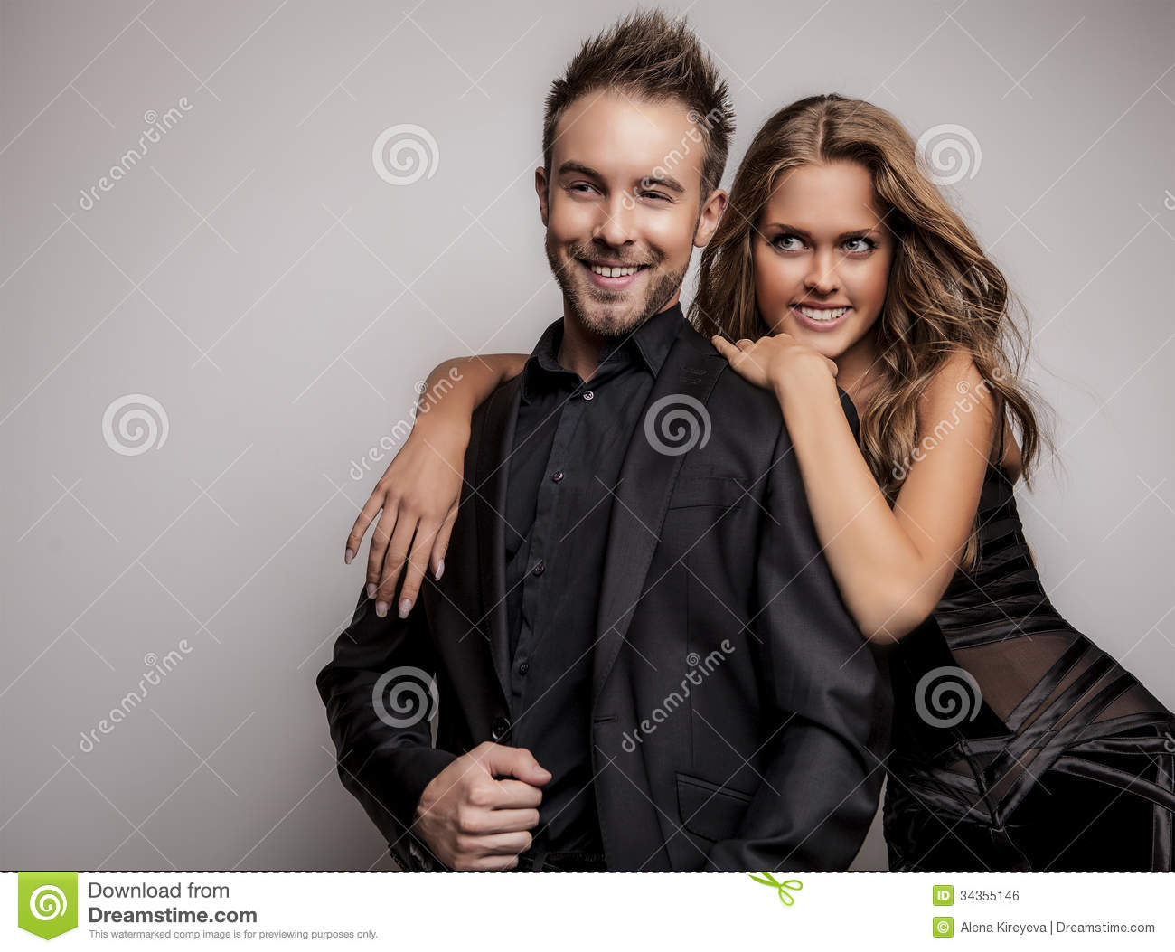 Très Portrait Of Young Attractive Couple Posing At Studio Dressed In  GX88