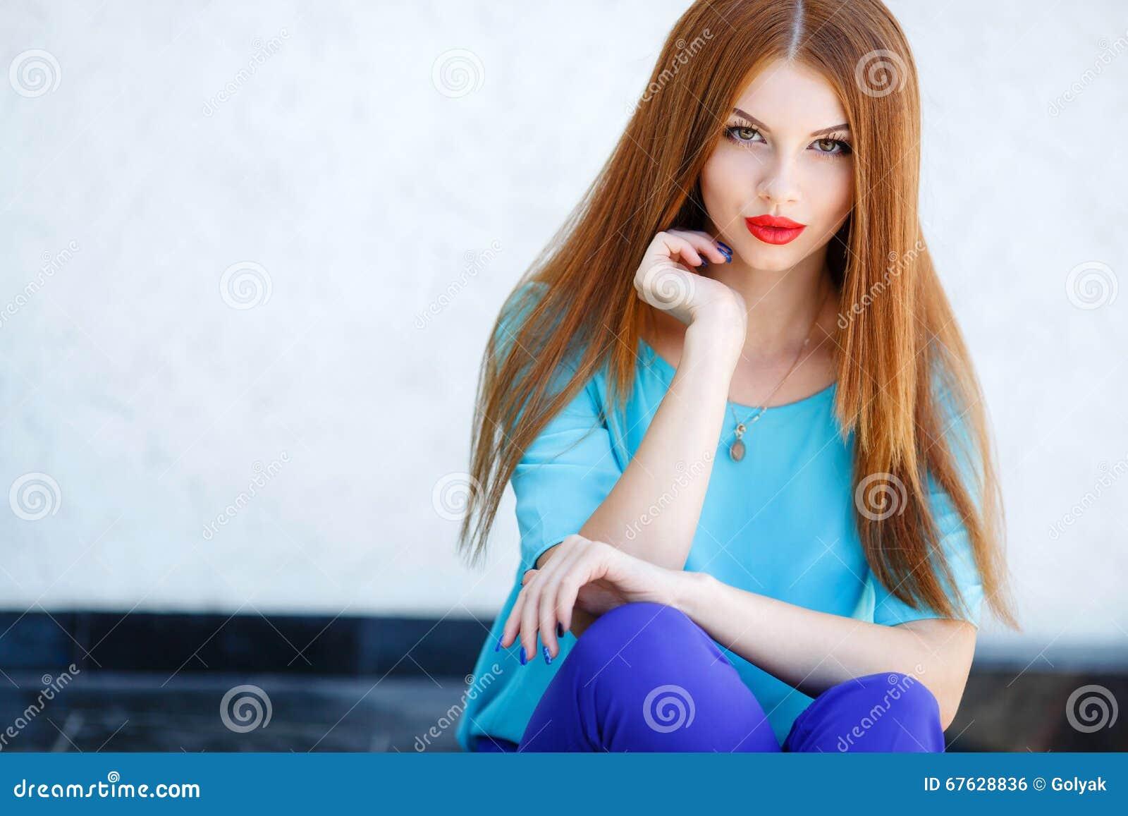 Red Lipstick Brown Hair Blue Eyes: Red Medallion Vector Illustration
