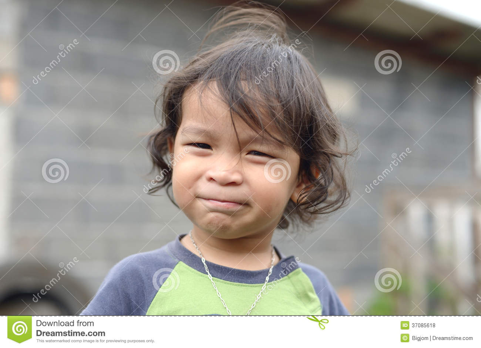 Download Portret śliczna Uśmiechnięta Młoda Chłopiec Zdjęcie Stock - Obraz złożonej z trawy, wędkujący: 37085618