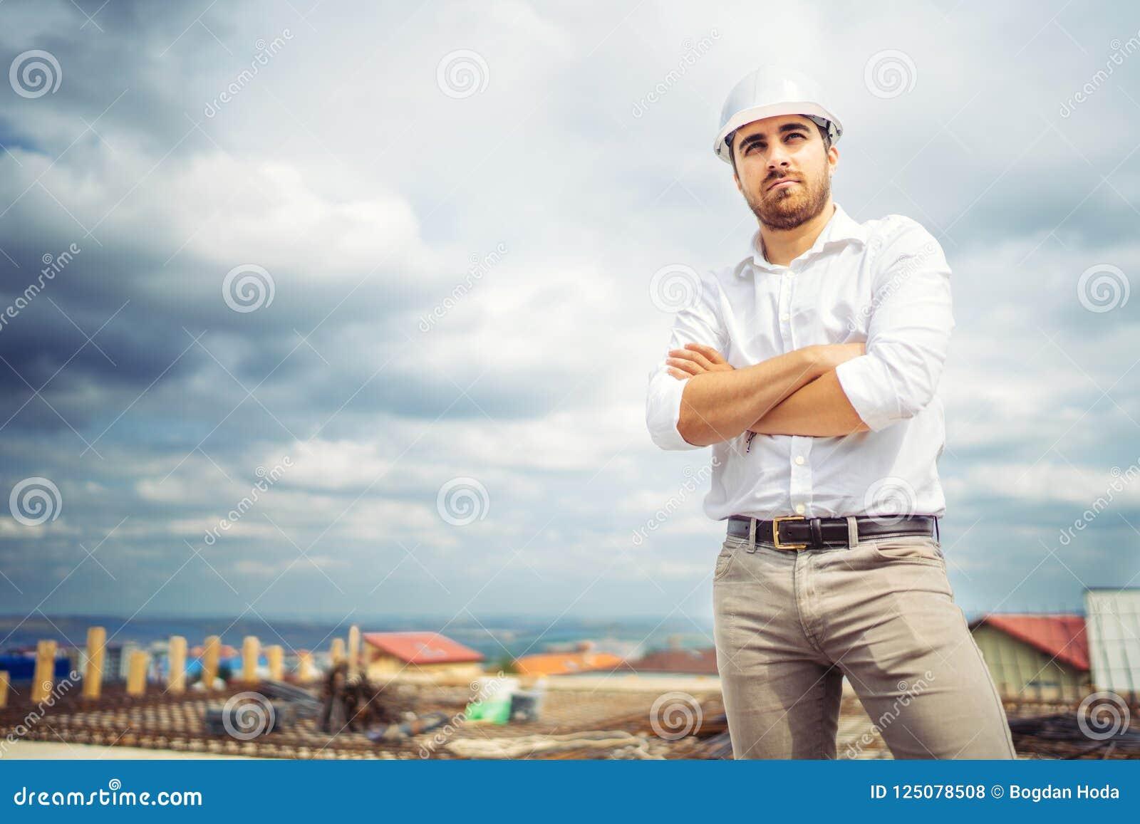 Portret Budowa Biznesu Przedsiębiorca Budowlany, Szczęśliwy Architekt Na  Placu Budowym Zdjęcie Stock - Obraz złożonej z szczęśliwy, budowa: 125078508