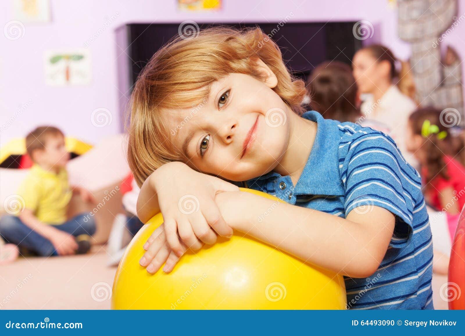 Portret chłopiec w dzieciniec grupie