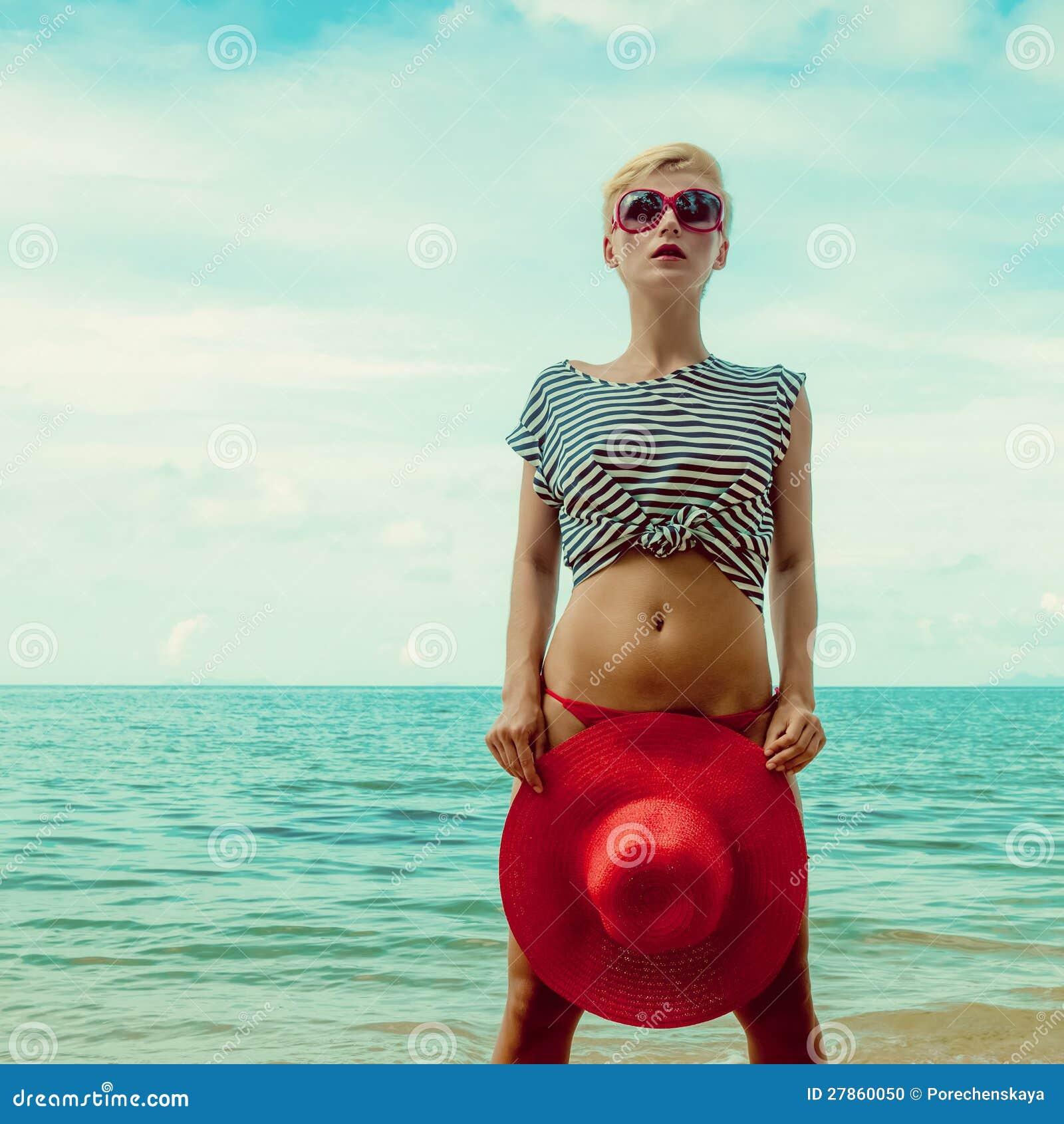 Portret dziewczyna na morzu