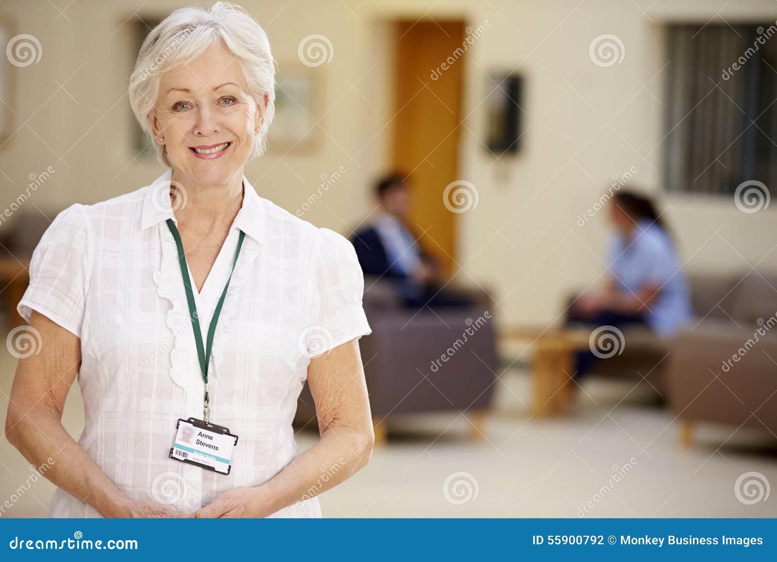 Portret Żeński konsultant W Szpitalnym przyjęciu