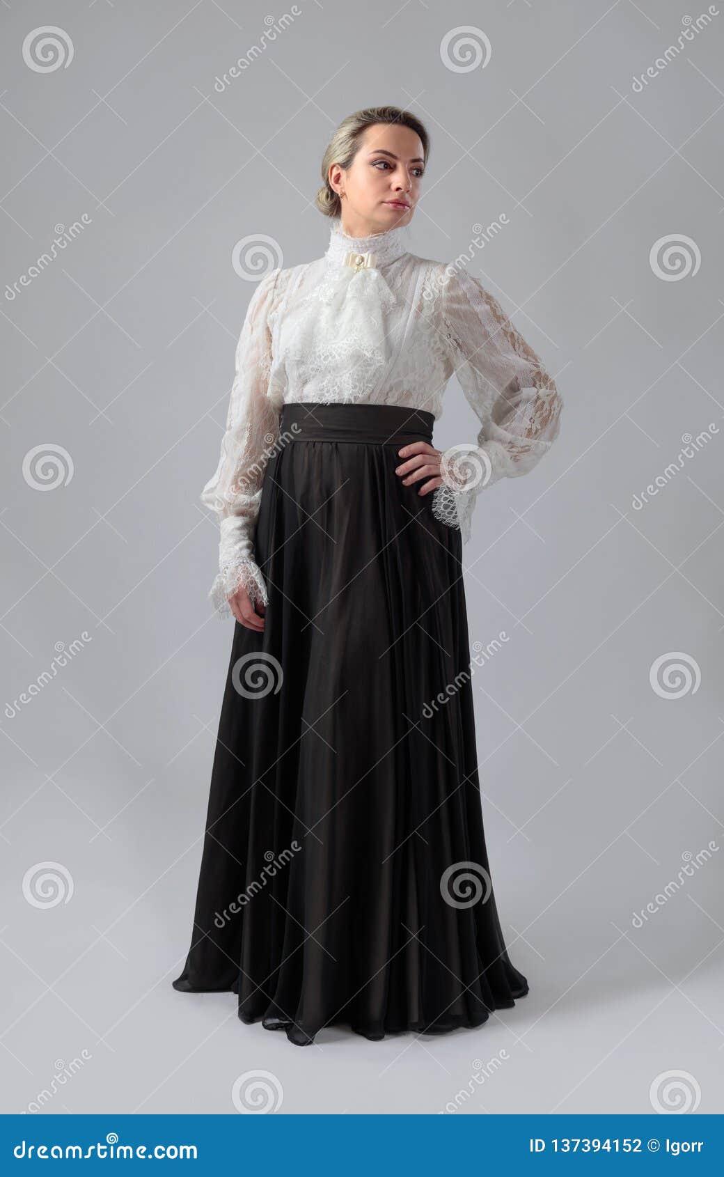 Portret kobieta w wiktoriański odziewa