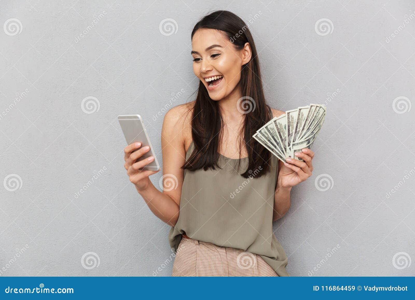Portret kobiety mienia pieniądze szczęśliwi azjatykci banknoty