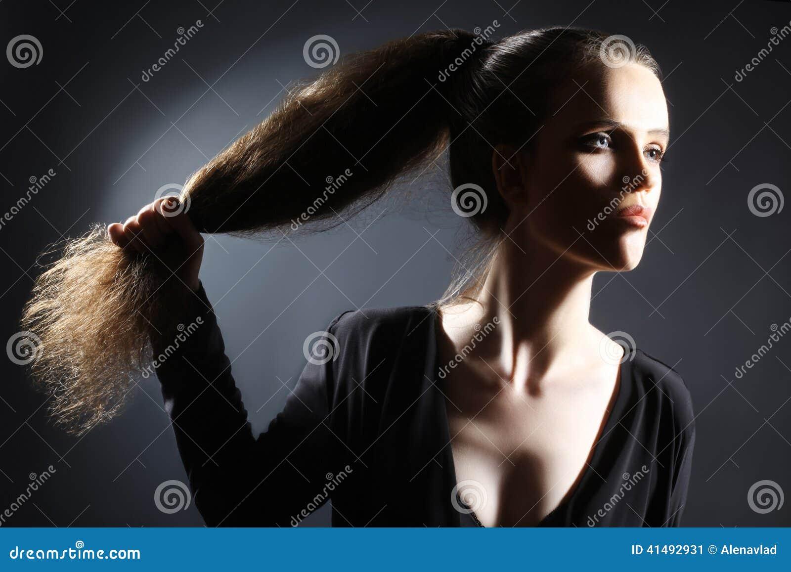 Portret kobiety ponytail długie włosy styl