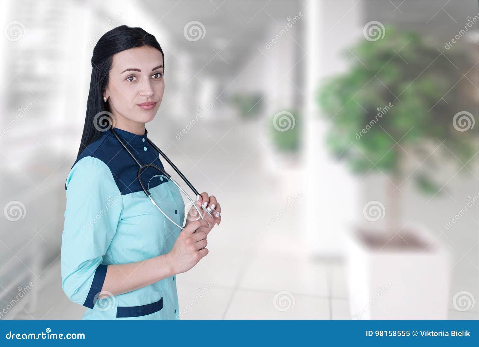 Portret kobiety ufna młoda lekarka